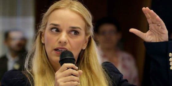 Lilian Tintori, esposa de Leopoldo López, llama a votar en masa en el plebiscito de opositores
