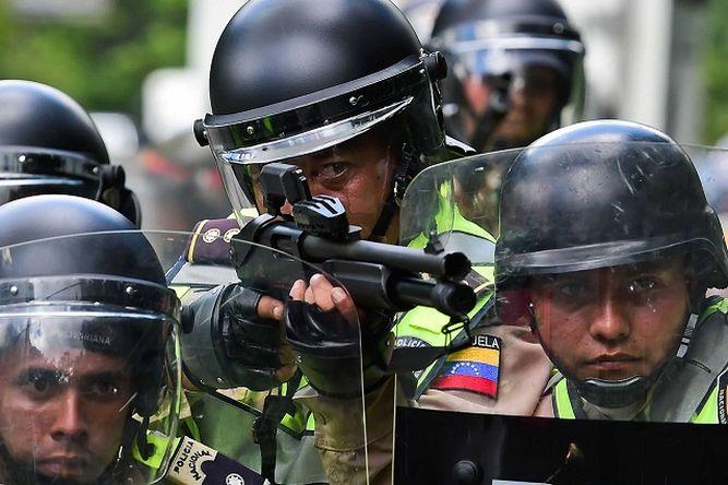 [VÍDEO] Así mata la despiadada policía chavista al joven de 17 años durante el 'trancazo'