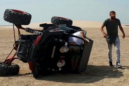 [VÍDEO] Piqué se juega la vida conduciendo a gran velocidad, sin cinturón, por las dunas de Qatar