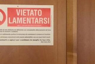 """""""Prohibido quejarse"""": el cartel del Papa en su habitación"""