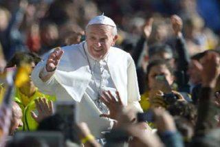El Vaticano arremete contra los que quieren 'marcarle' la agenda al Papa
