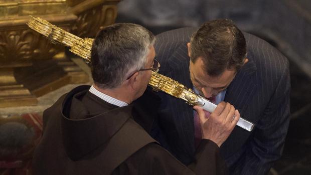 """Los Reyes, con el """"Lignum Crucis"""" de Liébana"""