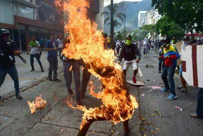 Los dos chavistas quemados vivos en la incendiada Venezuela del chamuscado Maduro