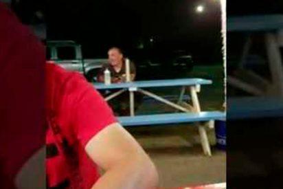 [VÍDEO] El 'yanqui bocazas' que insulta a unos mexicanos y termina golpeado, humillado y llorando