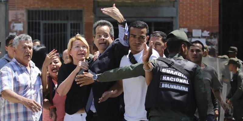 Los sicarios de la Asamblea Constituyente de Maduro destituyen a la fiscal general