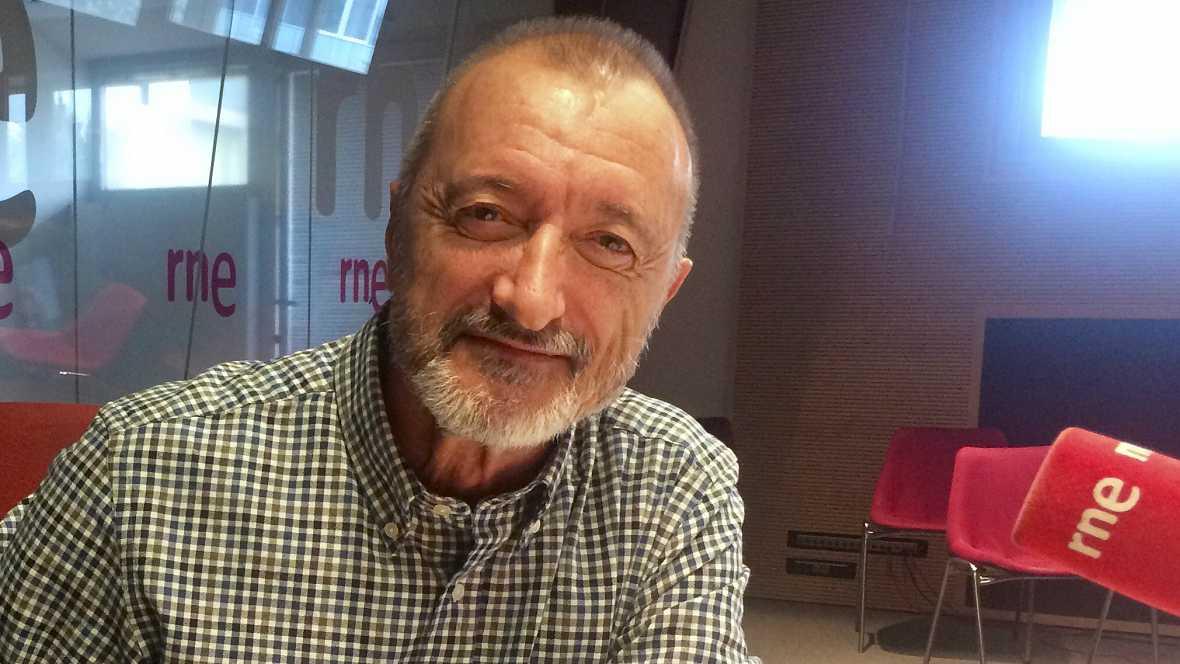 Arturo Pérez-Reverte le mete una buena cornada a los muy becerros del Ayuntamiento de Valmojado