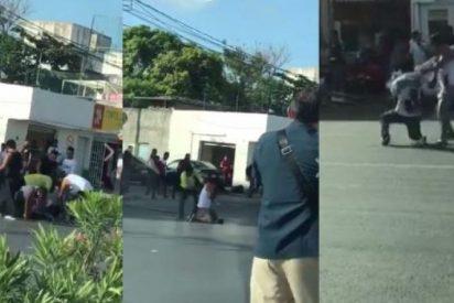 [VÍDEO +18] ¡Salvajada! Así matan a cuchilladas a un presunto ladrón en una concurrida calle de Cancún