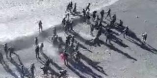 [VÍDEO] La pelea barriobajera entre soldados de dos potencias nucleares