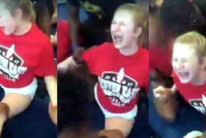 Escuchando los aullidos de esta niña, uno no sabe si es gimnasia o tortura