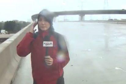 [VÍDEO] Esta reportera salvó la vida de un hombre mientras cubría el huracán Harvey