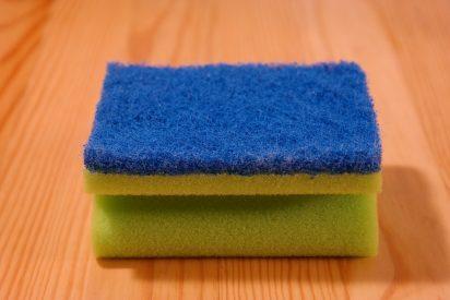¿Sabías que tu esponja de cocina es una mina de gérmenes?