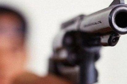Un hombre intenta llevarse a su hija amenazando con su pistola en Málaga