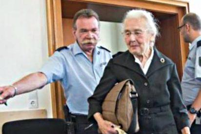 Condenan a 'La abuela nazi' que niega el Holocauto a dos años de cárcel