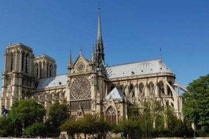 """El cardenal de París pide cien millones de euros para """"salvar Notre Dame"""""""