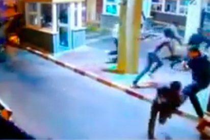 [VÍDEO] Un policía se rompió la pierna al tratar de parar la entrada de inmigrantes en Ceuta