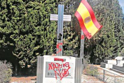 Gamberros antisistema profanan las tumbas a los caídos de la División Azul