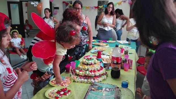 Ocho reclusas participan con sus hijos en un campamento en Benicàssim