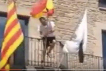 La Ley, España, las banderas y un tío con dos pelotas