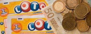 Una pareja visita a sus parientes y encuentra en el coche un boleto de lotería premiado con 100.000 euros