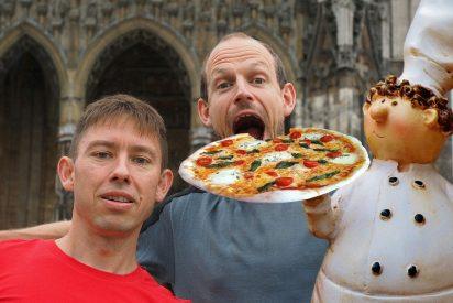 La forma guay de comerse una hamburguesa o una pizza según la ciencia