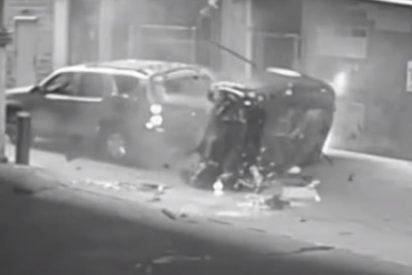 [VÍDEO] Un coche cae de la séptima planta de un garaje en Texas