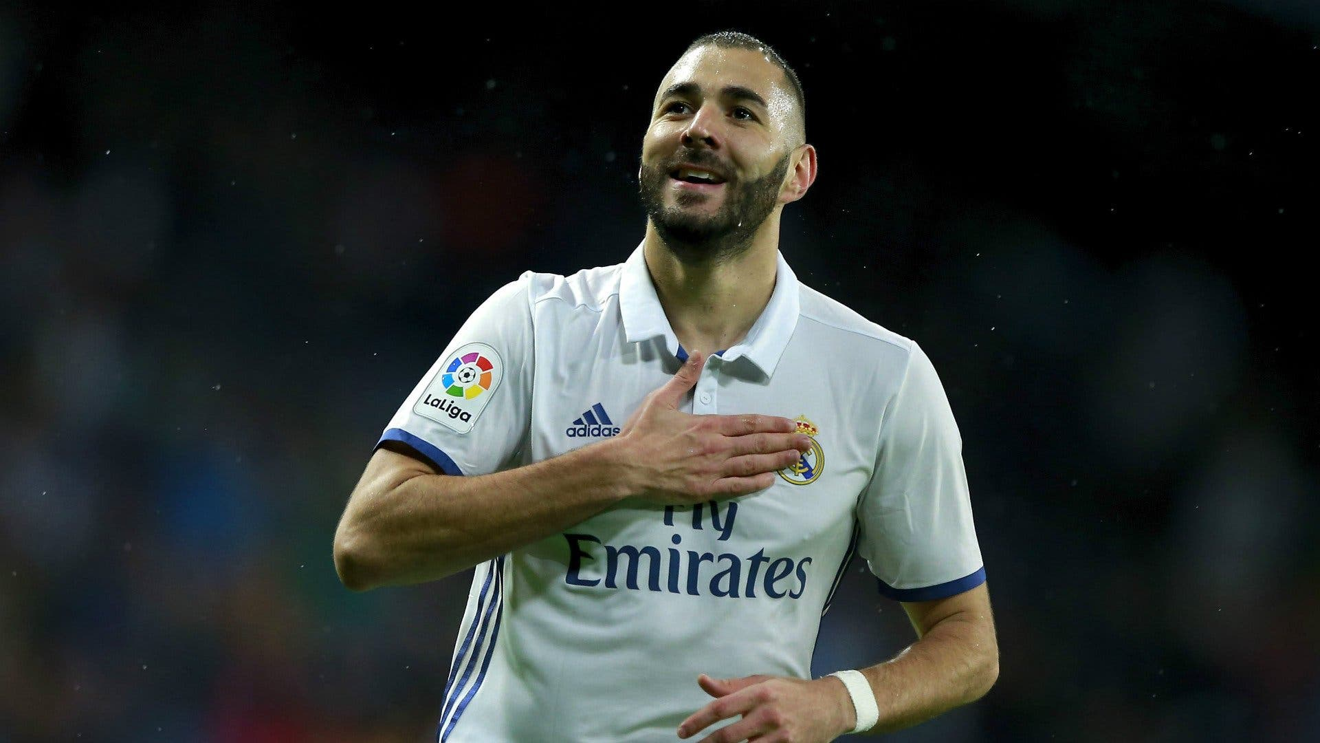 Los tres jugadores del Real Madrid que destrozan a Karim Benzema con puñaladas por la espalda
