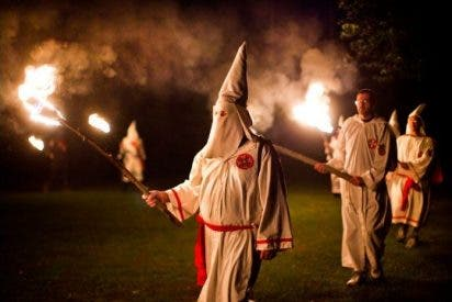 Un sacerdote confiesa haber sido miembro del Ku Klux Klan