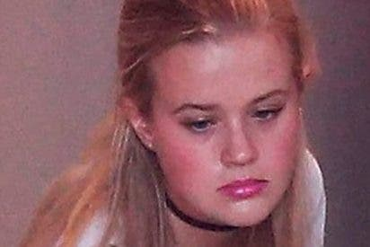 La hija de Reese Whiterspoon trabaja de camarera en una pizzería