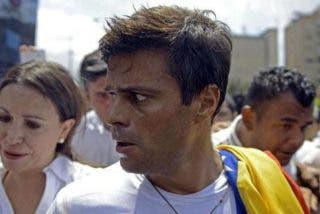 Los sicarios de Maduro, el amigo de Podemos, asaltan la casa de López y se lo llevan