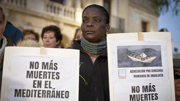 """La Iglesia italiana llama al """"respeto de la ley"""" en el Mediterráneo"""