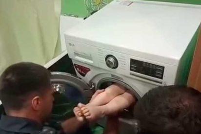 [VÍDEO] El niño que se quedó atrapado en una lavadora por hacer una travesura