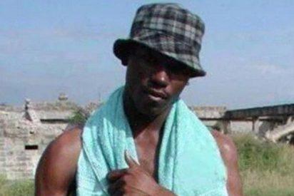 Esta estatua en honor al 'negro de WhatsApp' tiene a la gente negra
