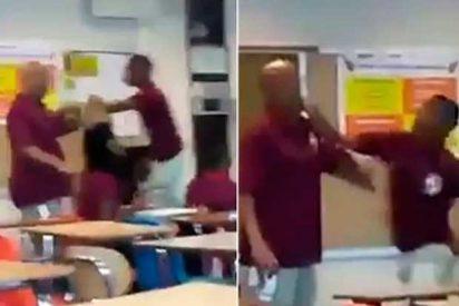 [VÍDEO] ¡Lo que sufren los docentes!: Alumno le parte la cara a su profesor en plena clase