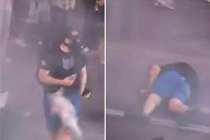 [VÍDEO] ¡Duele verlo!: Este manifestante fue reducido con una bomba de gas que le impactó en la entrepierna