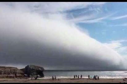 [VÍDEO] Esta enorme nube causa el pánico devorando una playa completa de California