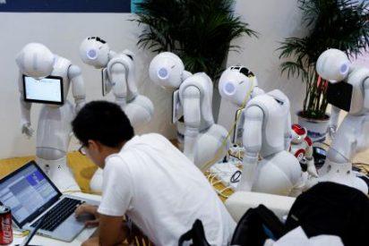 Un robot, sacerdote budista en alquiler para funerales