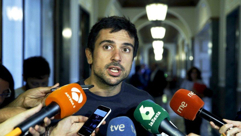 El bocazas de Espinar acaba masacrado en Twitter por acusar a los vagos del PP en TVE de manipulación