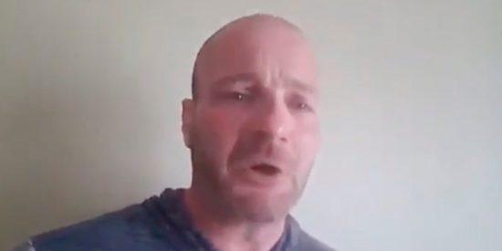 [VÍDEO] El Supremacista blanco que participó en protestas de Charlottesville suplica y lloriquea para no ser arrestado