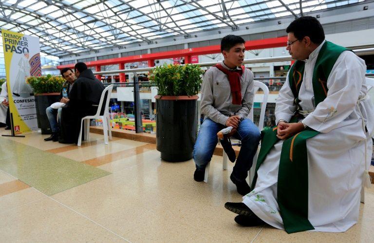 Singular 'confesatón' en un centro comercial de Bogotá