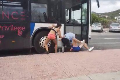 [VÍDEO] Agresión brutal a un conductor de autobús en Ibiza