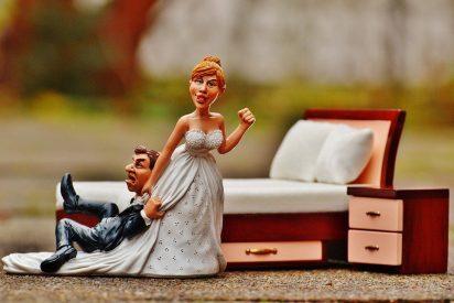 Una mujer humilla a su prometido por comprarle un anillo demasiado «barato»
