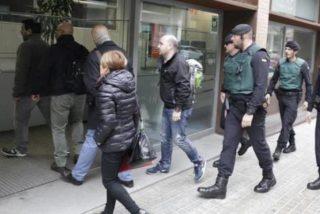 La Guardia Civil requisa 100 urnas y 2,5 millones de papeletas destinadas al ilegal 1-O