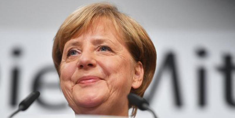 Angela Merkel arrolla al socialdemócrata Martin Schulz y la ultraderecha alemana entra en el Parlamento