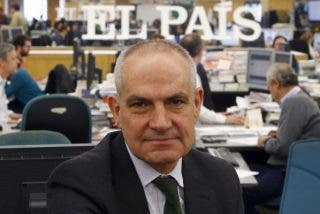 Exclusiva PD / El País torpedea una columna de su exdirector, Antonio Caño