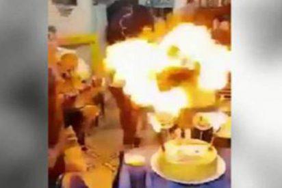La niña que arde como una tea tras soplar las velas de su tarta de cumpleaños
