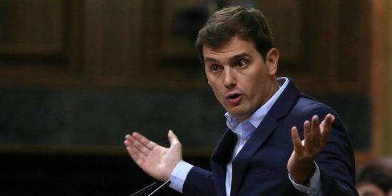 El PSOE se 'aconeja' e impide que el Congreso apruebe un texto de apoyo al Gobierno ante el referéndum ilegal