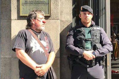 Las escenas del infame acoso a la Guardia Civil de los separatistas más desatados