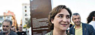 ABC despelleja a Ada Colau por su vergonzosa ambigüedad institucional con el referéndum separatista