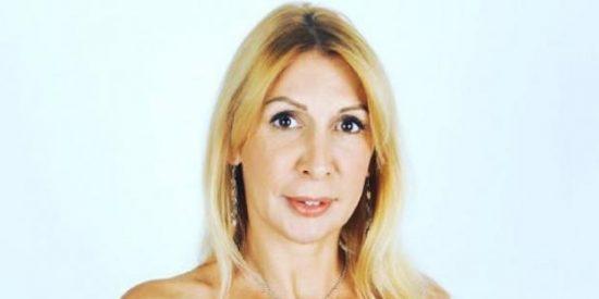 Así se desnuda la sobrina de Aznar para celebrar su 'metida' en el porno
