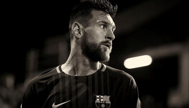 Ronald Koeman mueve ficha para sacar a un problema para Messi del vestuario del Barça